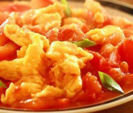 Món  trứng chiên sốt cà chua ngon ngọt