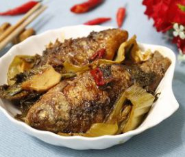 Món cá diếc kho dưa dân dã đậm chất quê