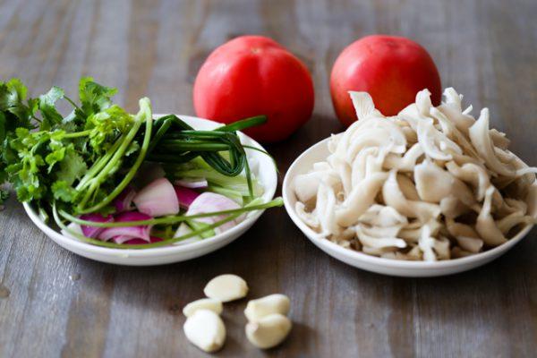 Sơ chế các loại nấm và rau củ