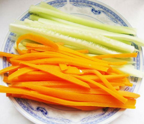 Cà rốt dưa chuột thái thanh dài