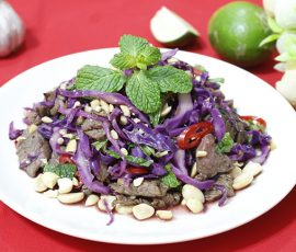 Món nộm bò xào trộn bắp cải tím thơm giòn