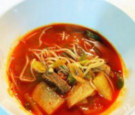 Món súp củ cải thịt bò cay kiểu Hàn