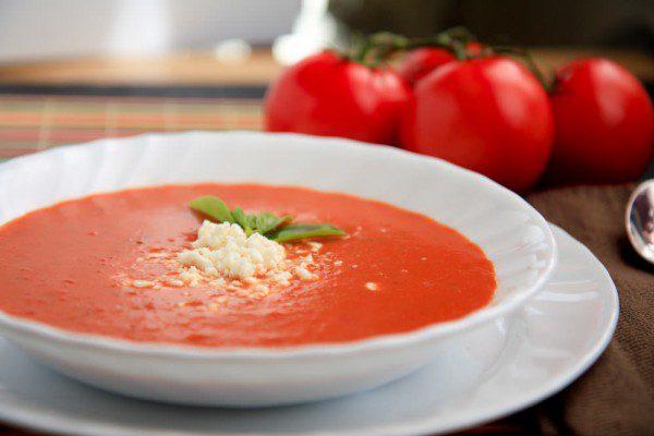 Thưởng thức súp kem cà chua