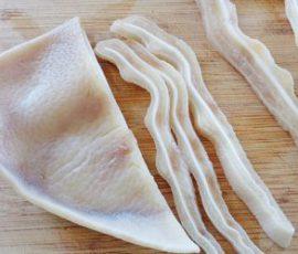 Món tai heo luộc vừa trắng lại vừa giòn