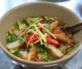 Bánh canh chả cá nhồng níu chân du khách đến Nha Trang