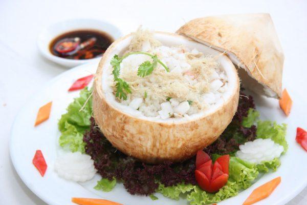 Cơm dừa tôm rang
