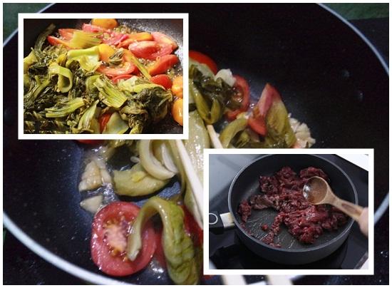 Tiến hành kho thịt bò với dưa cải