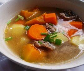Món canh bò hầm rau củ ngon tuyệt