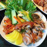 Món chân giò hầm cuốn rau củ kiểu Hàn