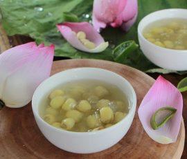 Món chè hạt sen nước dừa tươi xua tan nắng nóng ngày hè
