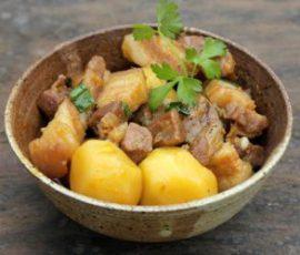 Món thịt ba chỉ kho khoai tây ngon lạ miệng