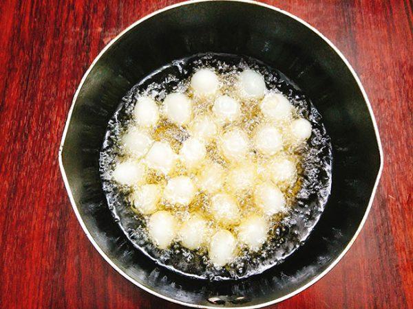 Chiên trứng cút