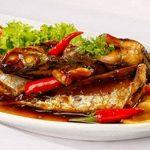 Món cá nục sốt tỏi ớt thơm cay dân dã