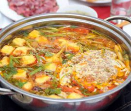 Món lẩu cua đồng Tây Nguyên mang hương vị ấm nồng