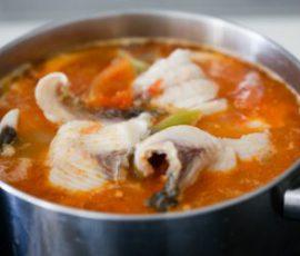 Món canh cá trắm nấu chua cay nồng ngọt thanh