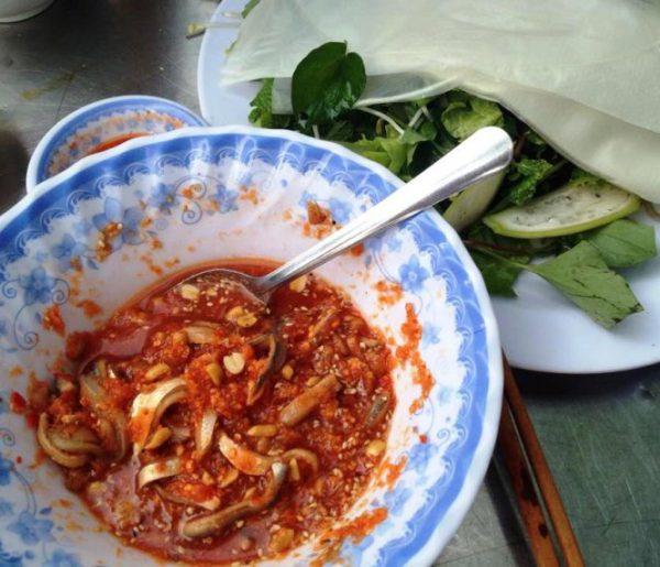Thưởng thức món gỏi cá ướt Đà Nẵng