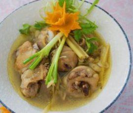Món canh gà nấu sả ấm bụng ngày mưa