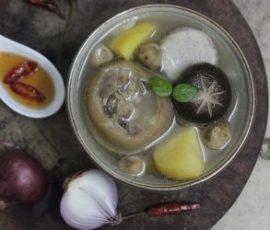 Món móng heo hầm nấm và rau củ bổ dưỡng