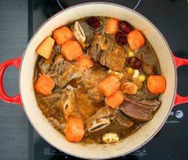Món sườn kho cay kiểu Hàn cho bữa cơm tối đậm đà