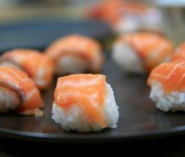 Món sushi cá hồi Nhật Bản ngon bổ dưỡng ngay tại nhà