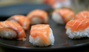 Món sushi cá hồi ngon bổ dưỡng ngay tại nhà