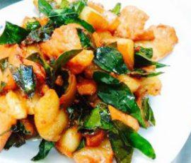 Món thịt lợn mán xào lá móc mật thơm ngậy bổ dưỡng