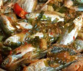 Món cá linh kho mía nức tiếng của miền sông nước