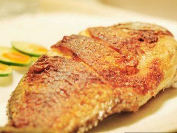 Món cá rô phi chiên giòn chấm mắm tỏi