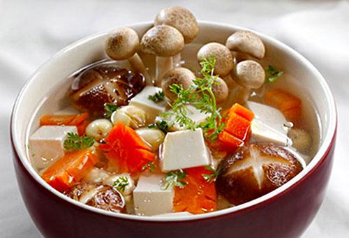 Món canh nấm hạt sen thanh đạm cho ngày chay