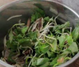 Món gỏi xoài khô cá trích mang đậm hương vị biển