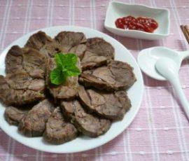 Món bắp bò luộc chấm mắm đơn giản mà lạ miệng