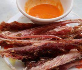 Món thịt lợn gác bếp khô dai nhâm nhi ngày mưa