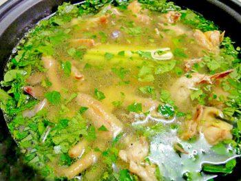 Món lẩu gà lá giang chua ngọt đậm vị Nam Bộ