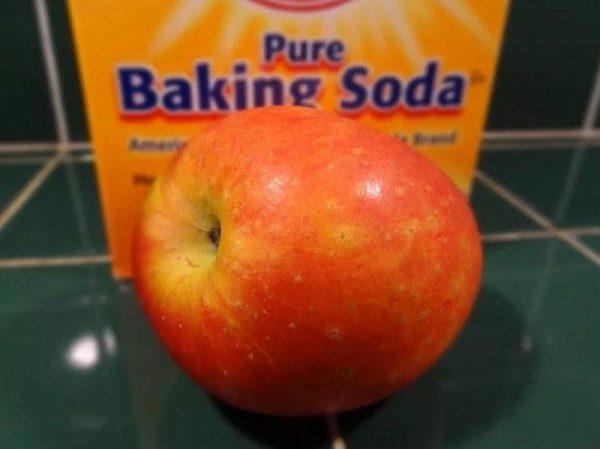 Rửa táo bằng bakingsoda