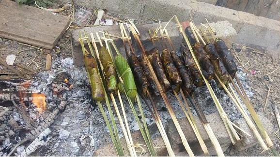 Thịt băm gói lá chuối nướng