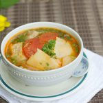 Món canh sườn non nấu măng chua thanh mát