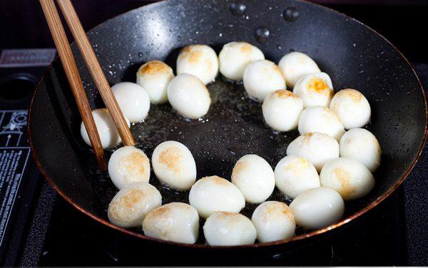Chiên sơ trứng cút