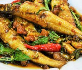 Món cá bống đục kho rau răm ngon đậm đà