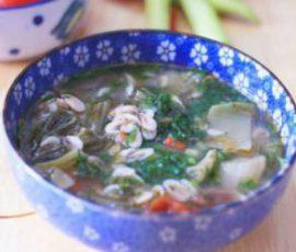 Món canh dưa chua nấu tép dân dã ngon cơm