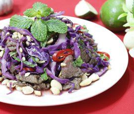 Món nộm bò xào trộn bắp cải tím vừa thơm vừa giòn