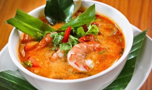 Món canh chua tôm nấu kiểu Thái cho bữa cơm ngày