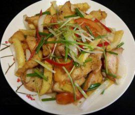 Món thịt gà xào khoai tây thơm lừng hấp dẫn