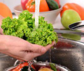 Những loại rau củ rất khó làm sạch bạn cần biết