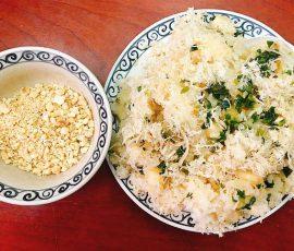 Món xôi sắn chà bông mang hương vị đặc trưng