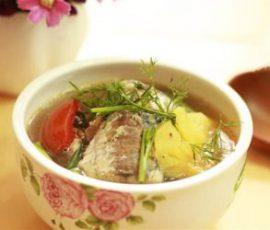 Món canh cá nục thơm nức cho bữa cơm tối
