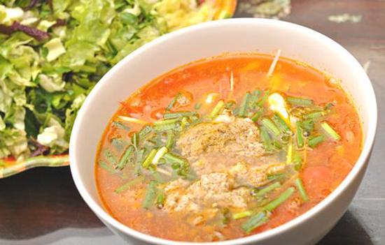 Món canh riêu cua với cà chua
