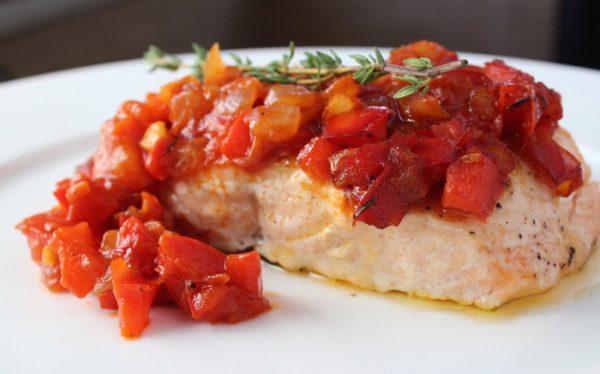 Món cá hồi sốt cà chua
