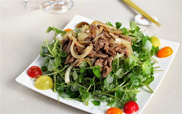 Gỏi rau càng cua trộn thịt bò vừa ngon vừa mát