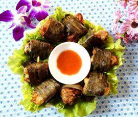 Thịt gà cuộn lá nếp thơm lừng cả gian bếp