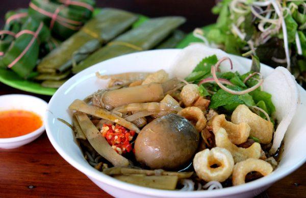 Bún cua thối là món ăn nổi tiếng ở Pleiku bởi hương vị đặc biệt